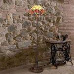 Tiltalende designet standerlampe Margalit