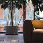 Designer LED gulvlampe Nobu, messing – hvid