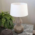 By Rydéns Lofty – bordlampe med tekstilskærm