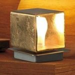 Cube – håndlavet bordlampe, bladguld