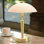 Elegant Salud bordlampe i messing og hvidt