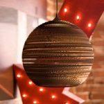 Ball – en rund hængelampe af pap, 26 cm