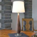Bordlampe Lara med træfod og tekstilskærm, 61cm