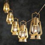Varmhvidt lysende LED lyskæde med stormlanterner