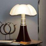 Højdeindstillelig bordlampe Pipistrello, i brun
