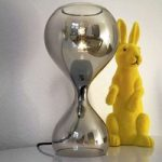 next Blubb – mundblæst glasbordlampe, krom