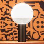Kuula – en bordlampe med drejedæmper, sort