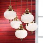 Ekstravagant hængelampe Delia i poleret messing