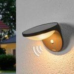 Udendørslampen Dusk med LED og bevægelsessensor