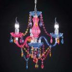 Flerfarvet lysekrone Perdita med akrylpynt