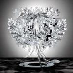Sølvfarvet designerbordlampen Fiorellina