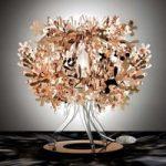 Kobberfarvet designerbordlampen Fiorellina