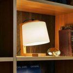 Flot designet træ bordlampe Mona