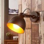 Mirielle brun væglampe, orange indvendigt