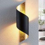 Metalvæglampe Vanni, bøjet indad, sort-guld