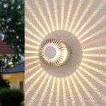 Aluminiumsfarvet udendørsvæglampe Lennias med LED